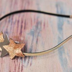 Confectionner un serre-tête avec des étoiles pailletées